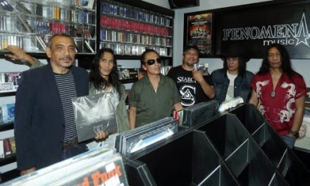 Album Fenomena Search diabadikan dalam piring hitam