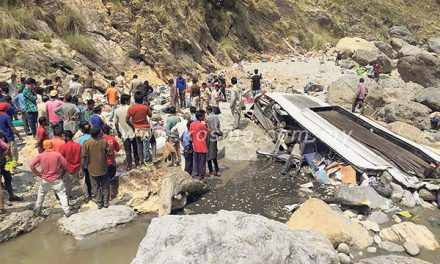 Bas jatuh gaung di India, 44 maut