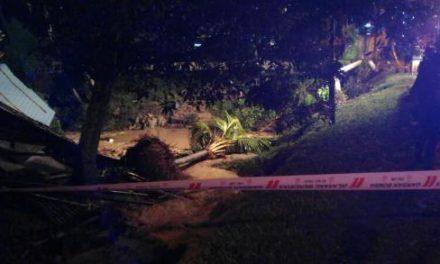 Lelaki hilang, kereta hanyut dalam banjir kilat