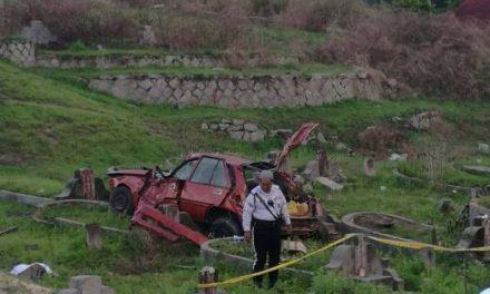 2 maut kereta terbabas ke kubur