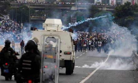8 penunjuk perasaan maut terkena renjatan elektrik di Venezuela