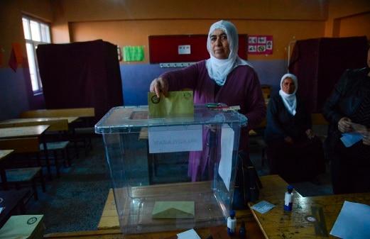 Proses pengundian pungutan suara di Turki bermula