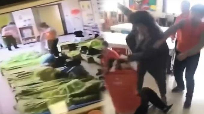 VIDEO: Padan Muka! Ibu Belasah Guru Lepas Melihat Anaknya Dikasari di CCTV