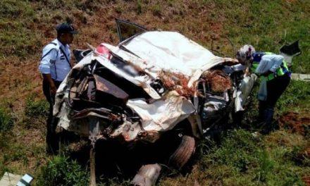 Polis maut kereta rempuh bukit