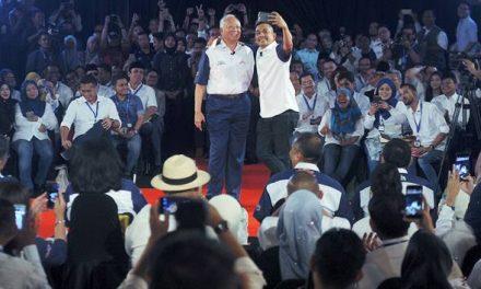 TN50: Santai, swafoto pada sesi dialog PM Najib bersama penggiat seni