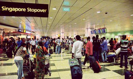 Lapangan terbang Singapura terbakar, ratusan dipindahkan