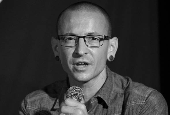Remuk hati netizen terima khabar pemergian vokalis Linkin Park, Chester Bennington