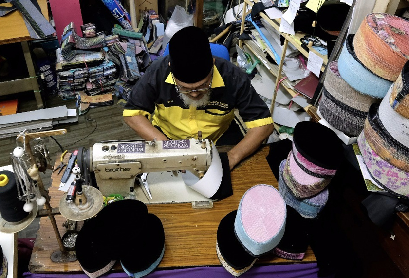 Songkok Gundal dikenali dengan hasil jahitan yang halus dan kemas. - Bernama